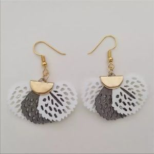 NEW Fan shaped flower earrings in gray and white